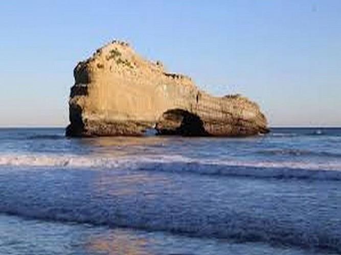 La roche percée - Plage Miramar