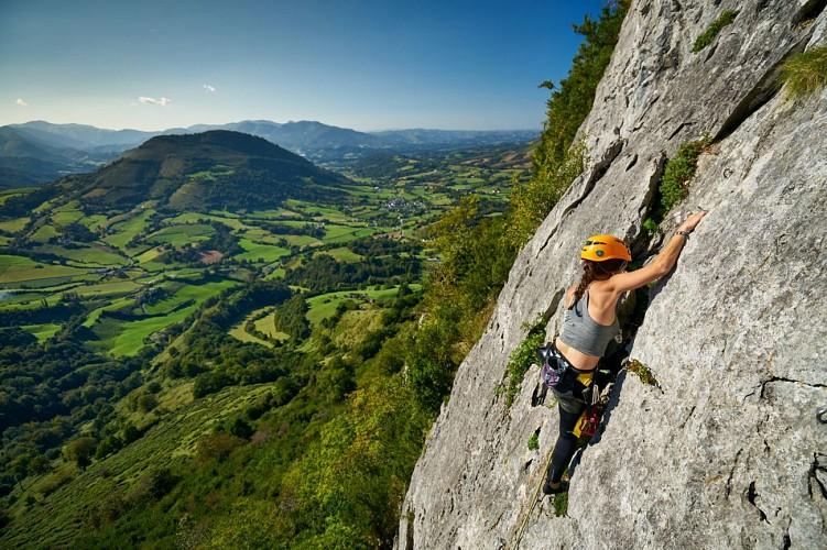 Escalade à la falaise d'Arguibelle I LANNE-EN-BARETOUS