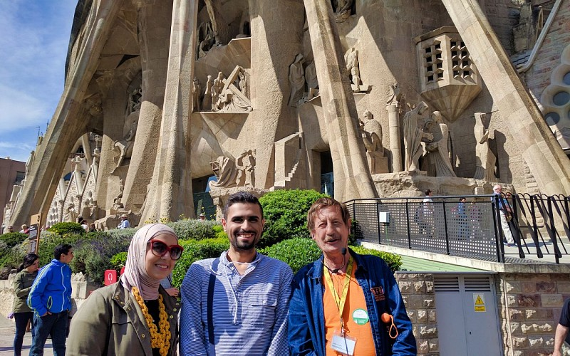 Skip the Line Sagrada Familia Guided Tour with Transportation