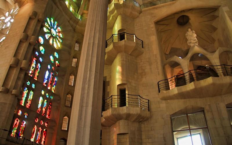 Skip the Line Sagrada Familia Guided Tour with Transportation