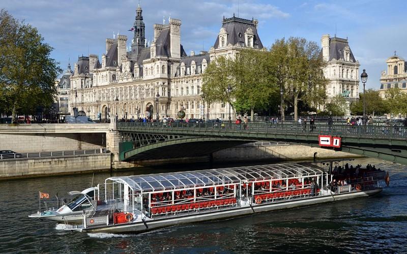 Bateaux Parisiens: 1h Sightseeing Cruise
