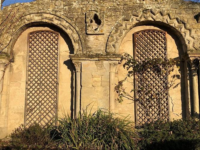 De Romeinse bogen van de oude kapel
