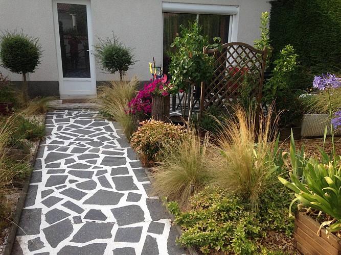 st-aubin-du-plain-chambres-dhotes-isafred-jardin