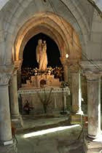 La statue de Notre-Dame de la Cave